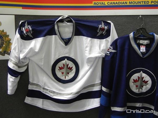 Jets unveil jerseys Counterfeit-winnipeg-jets-jerseys